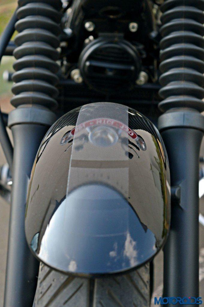 2015 Bajaj Avenger 220 Street - Detail Shots - Front Fender (2)