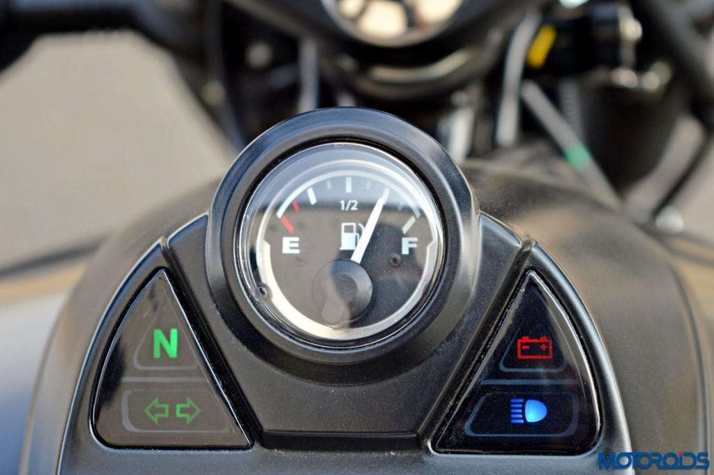 2015 Bajaj Avenger 220 Street - Detail Shots - Fuel Gauge - Tell-Tale Lights