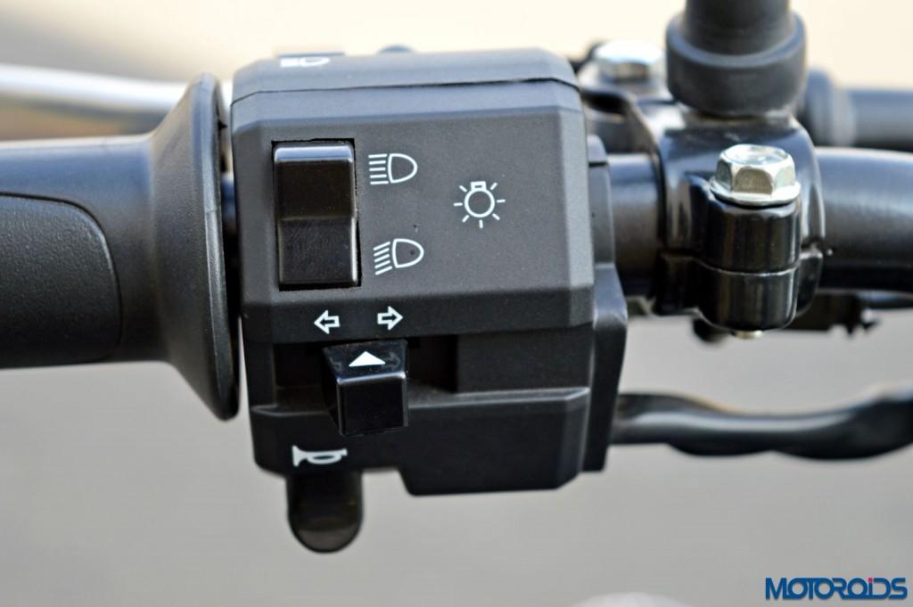 2015 Bajaj Avenger 220 Street - Detail Shots - Switchgear (1)