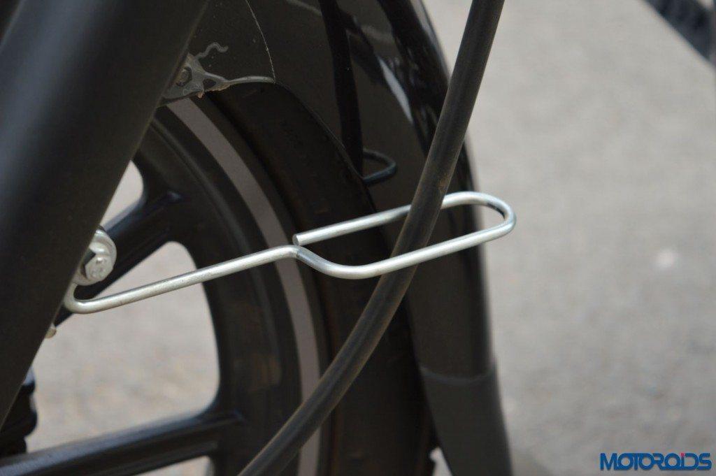 2015 Bajaj Avenger 220 Street - Detail Shots - Wire Holder