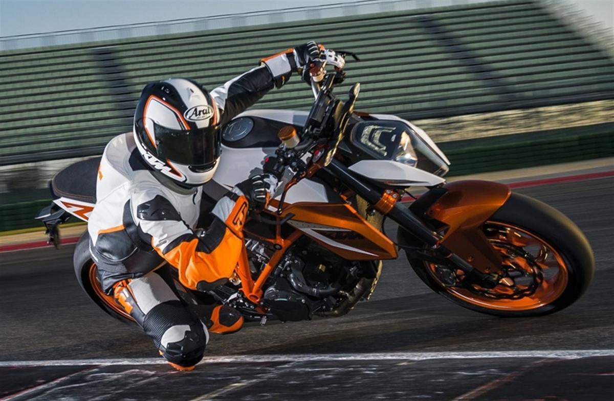 2016 KTM 1290 Super Duke R Special Edition (4)