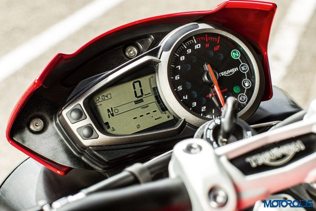 2016 Triumph Speed Triple Series - Official Images - 21 - Instrument Cluster