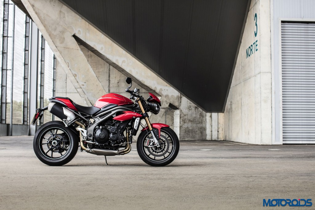 2016 Triumph Speed Triple Series - Official Images - 25 - Side View