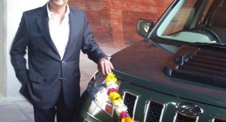 Anand Mahindra with his TUV300 (3)