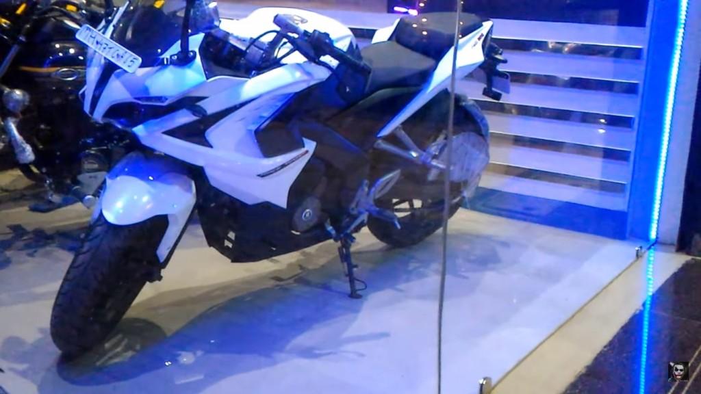 Bajaj Pulsar RS200 White