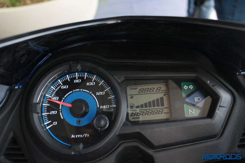 The digital-analogue instrument cluster when switched on