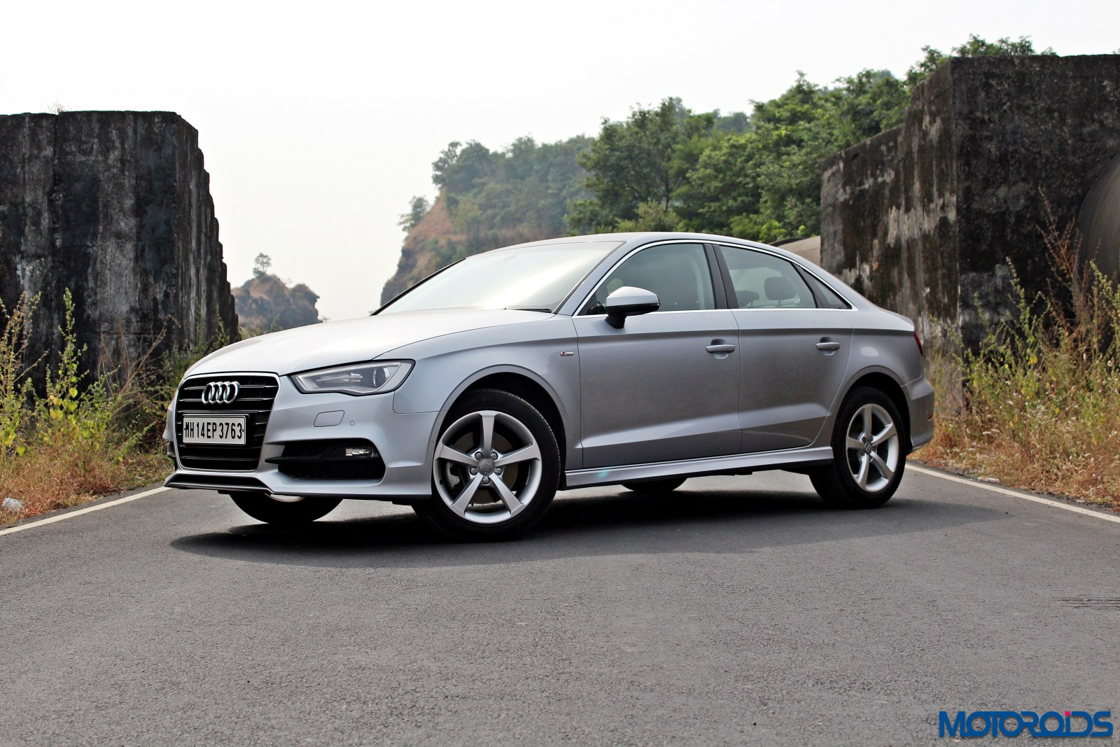 updated 2015 audi a3 1 8 tfsi petrol review quiet brilliance motoroids. Black Bedroom Furniture Sets. Home Design Ideas