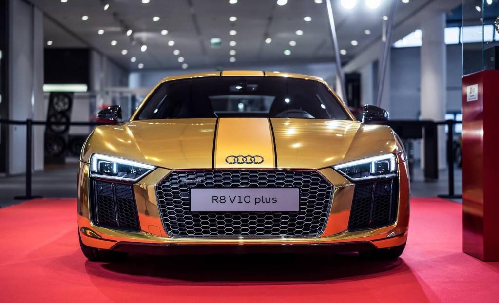 Gold Audi R8 V10 Plus (4)