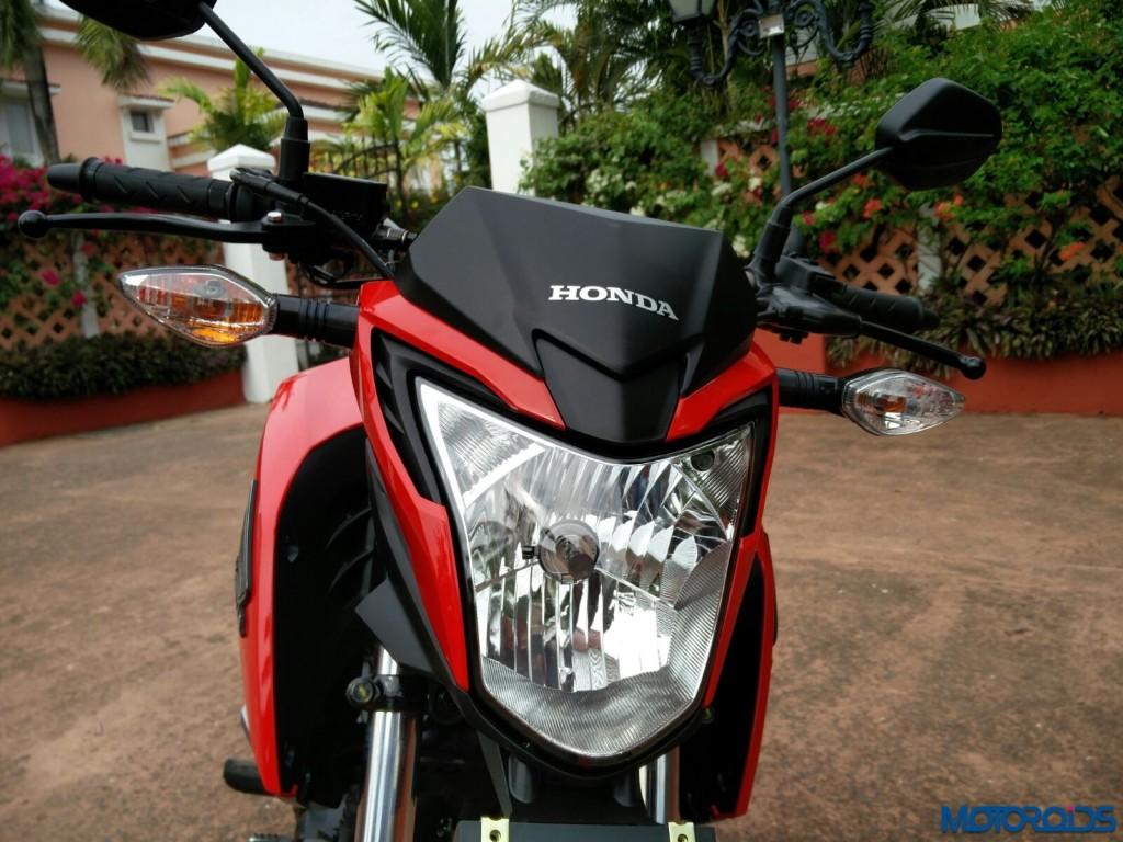 'Aggro' headlight of the Honda CB Hornet 160R