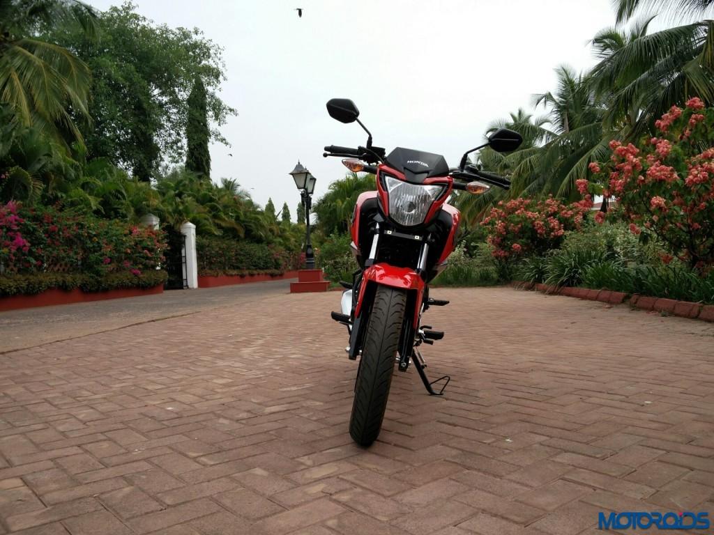 Honda CB Hornet 160R (front)