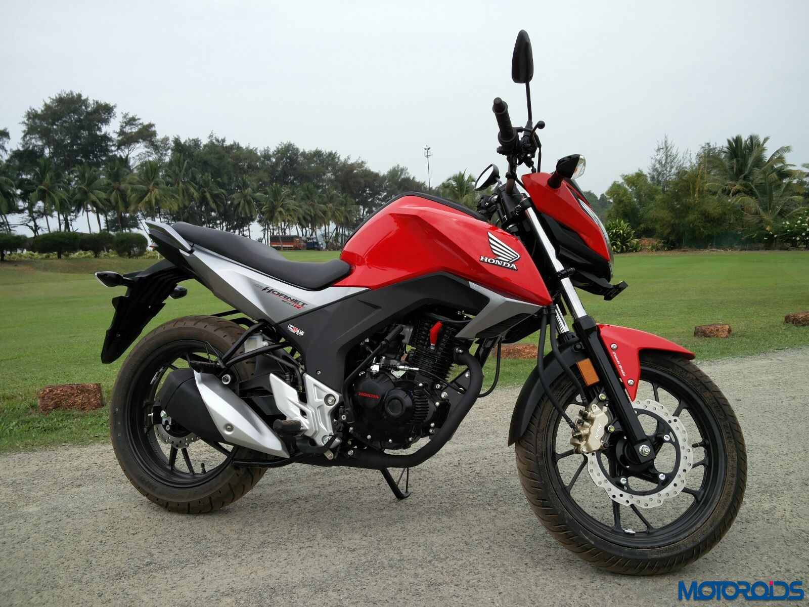 honda cb hornet 160r first ride review images specs and details dressy diligence motoroids. Black Bedroom Furniture Sets. Home Design Ideas