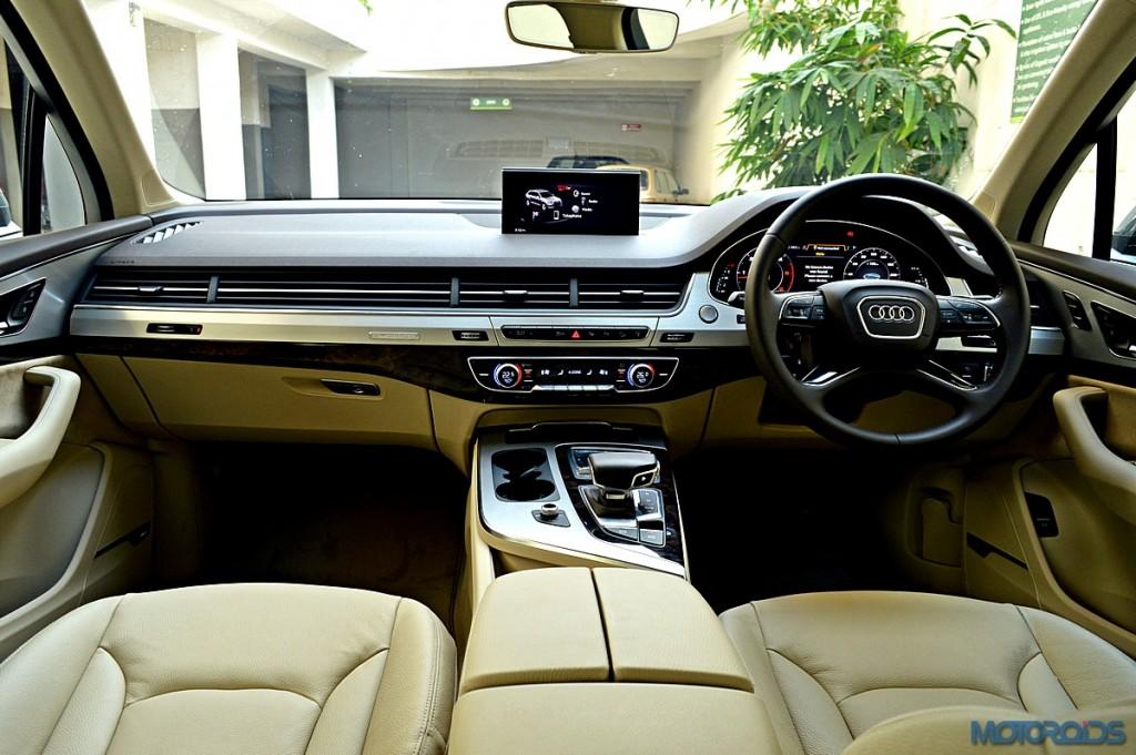 New Audi Q7 dashboard (3)