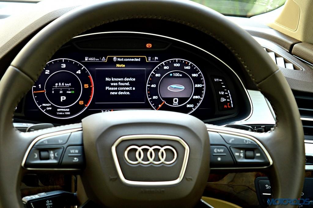 New Audi Q7 steering wheel (1)