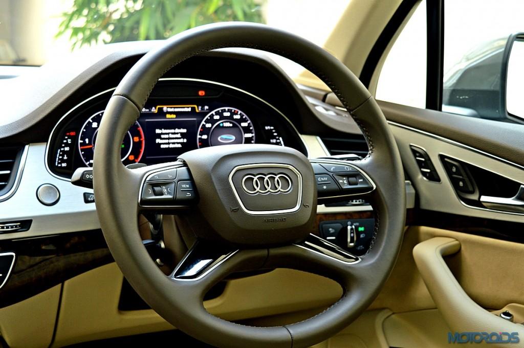 New Audi Q7 steering wheel (2)
