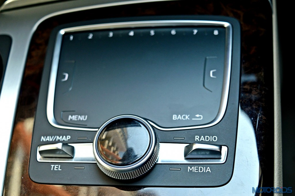 New Audi Q7 touch-pad (1)