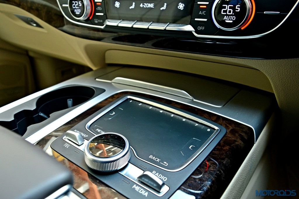 New Audi Q7 touch-pad (2)