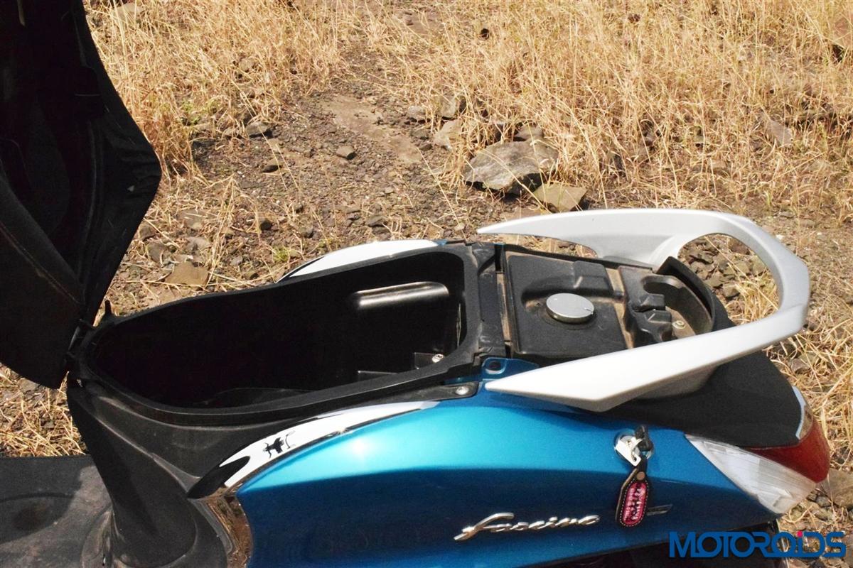 Yamaha Fascino refueling lid