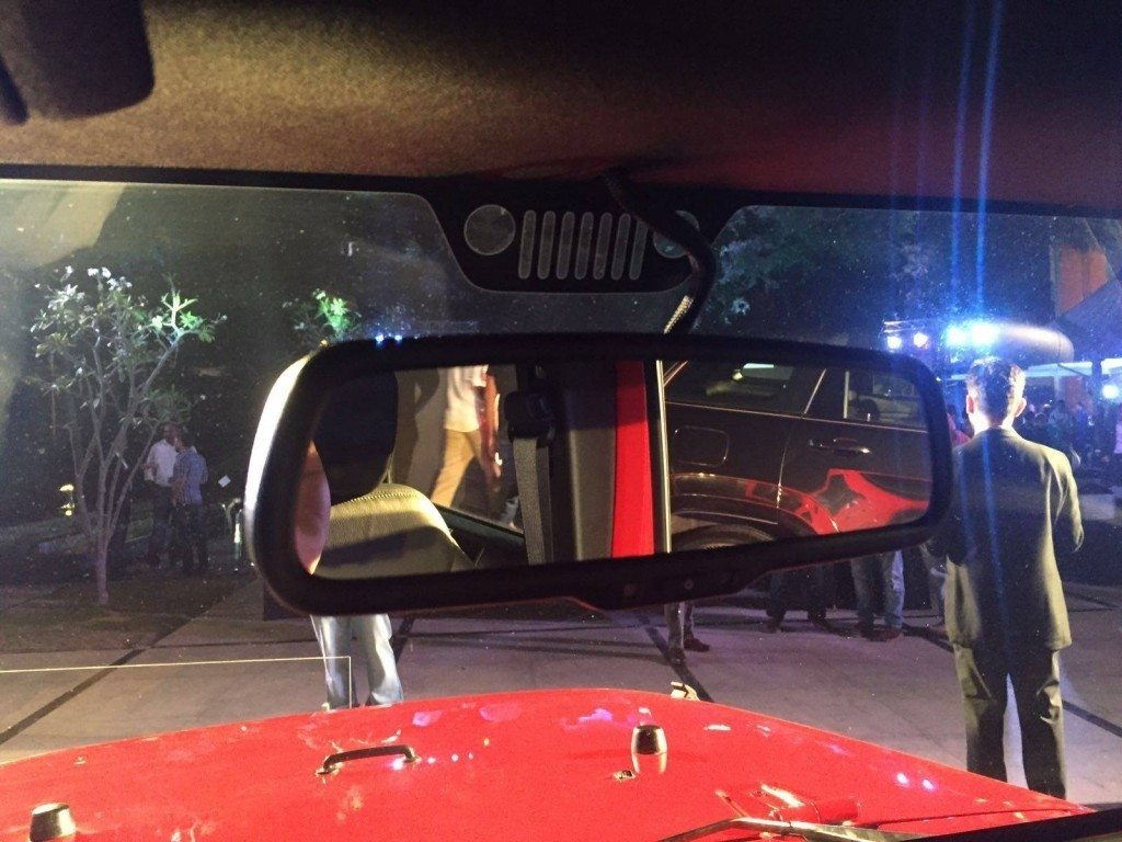 Jeep Grand Wrangler Unlimited rear-view mirror