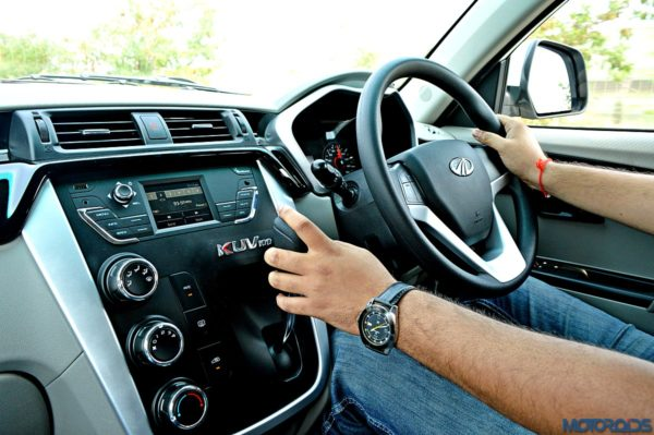 Mahindra-KUV100-Gear-Lever-1-600x399