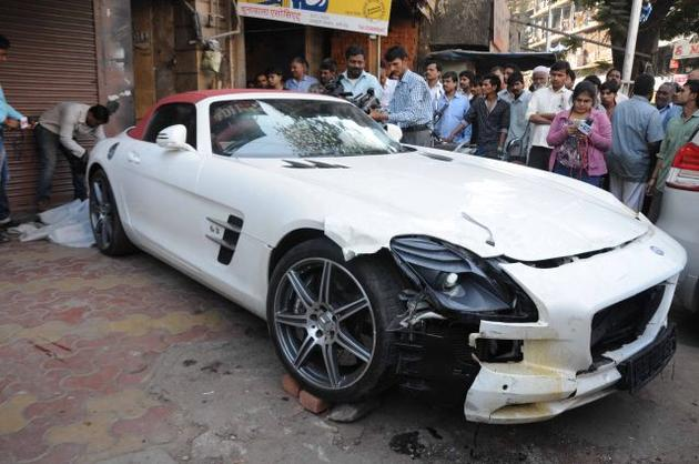 Mercedes SLS AMG Roadster accident