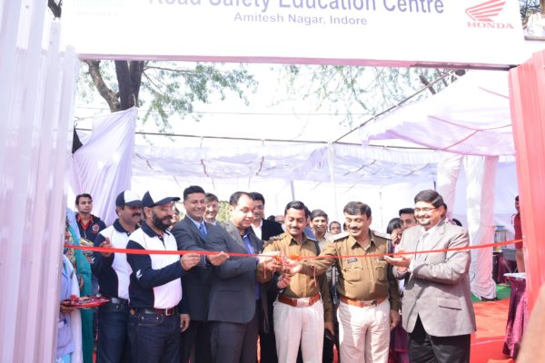 Mr. Y S Guleria, Sr, VP, Sales & Marketing, HMSI & Mr. Shahsikant Kankane, City Supritendent of Police, Indore inaugrating the Honda Road Safety