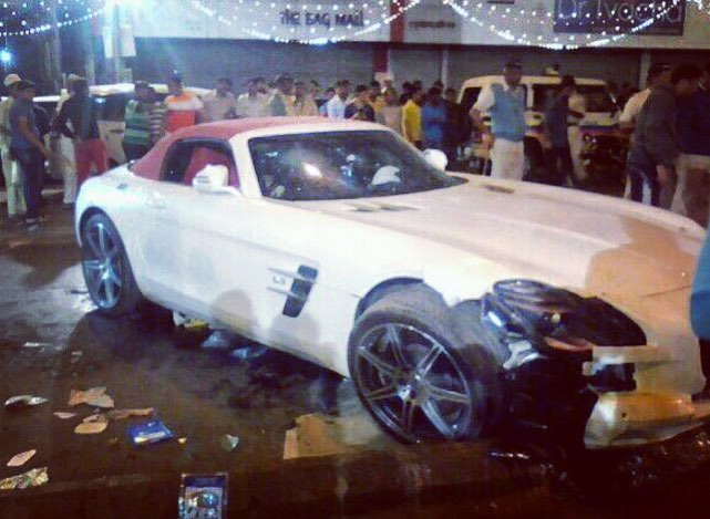 SLS AMG roadster crash