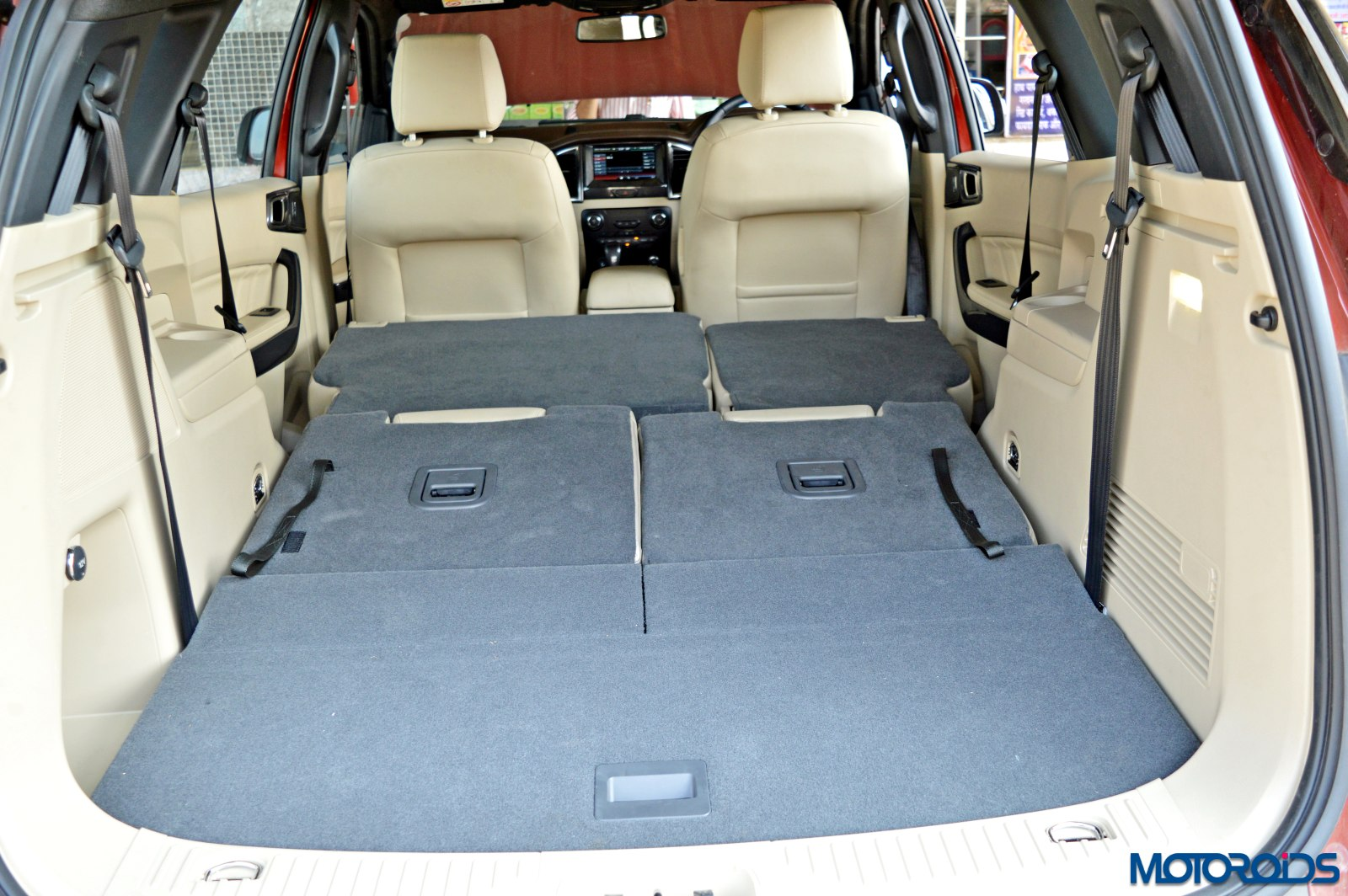 new 2016 Ford Endeavour boot luggage (3)