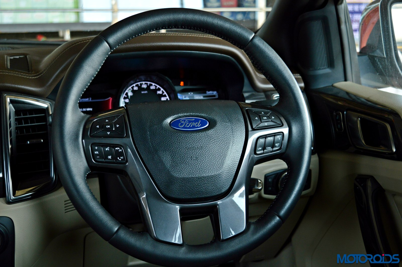 new 2016 Ford Endeavour steering (2)