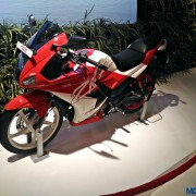 2016 Hero Karizma ZMR Auto Expo 2016 2 180x180 Auto Expo 2016: Hero Karizma R, ZMR get dual tone paint job, no mechanical updates