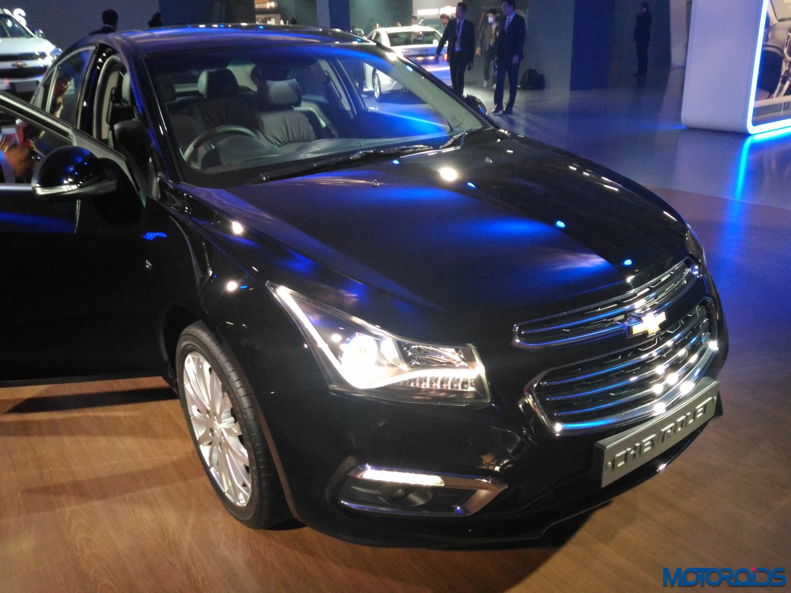 auto expo 2016 new chevrolet cruze showcased along with its accessorised version motoroids. Black Bedroom Furniture Sets. Home Design Ideas