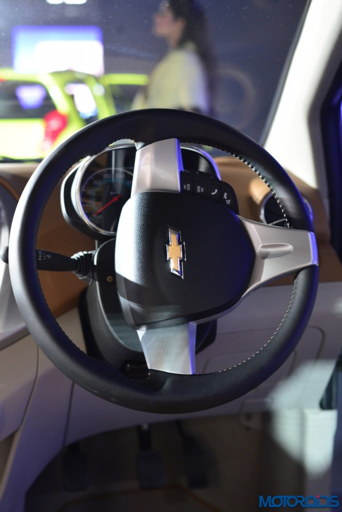 Chevrolet Essentia (10)