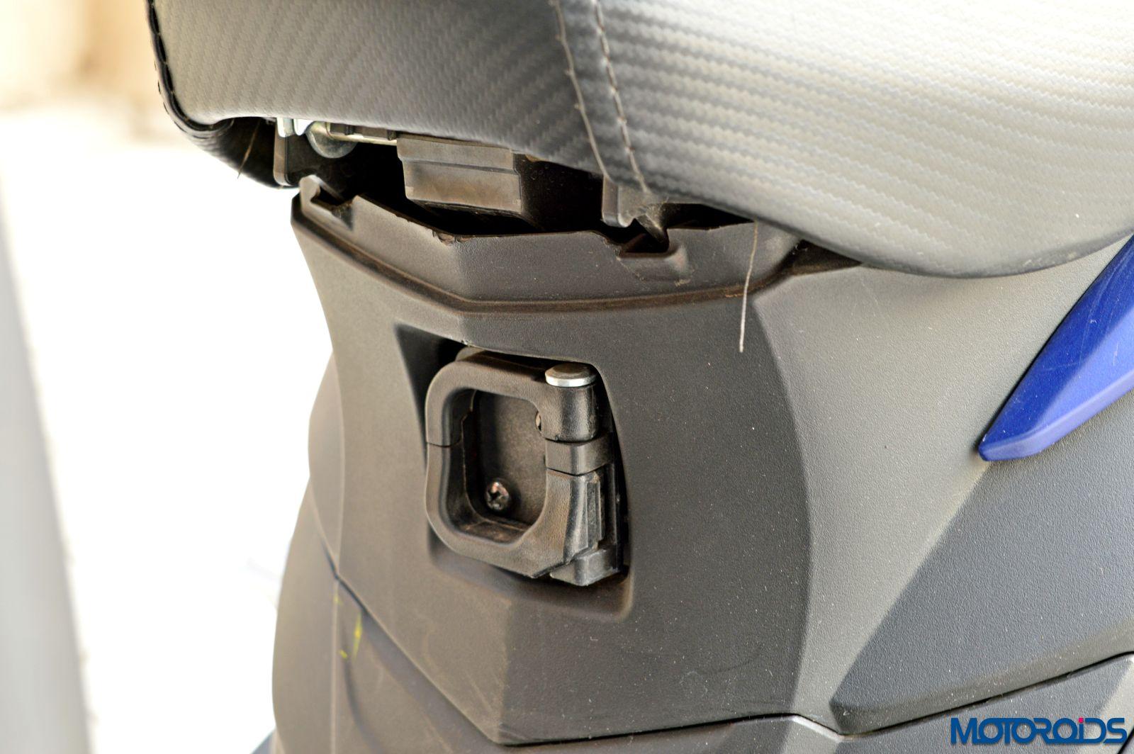 Hero Maestro Edge - Review - Details - Hook For Handbags (3)