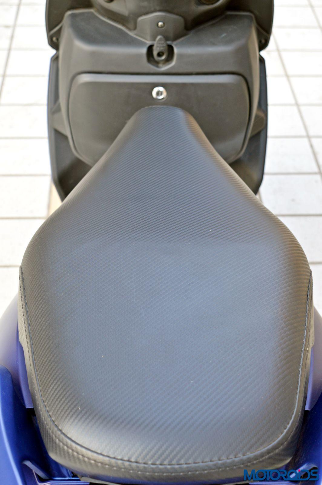 Hero Maestro Edge - Review - Details - Seat (2)