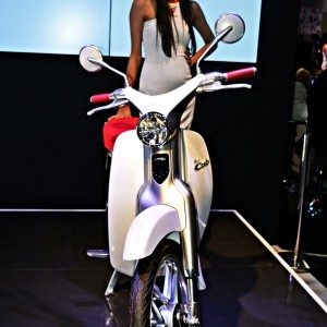 Honda EV Cub Auto Expo 2016 2 300x300 Auto Expo 2016 : Honda EV Cub re invents a true legend