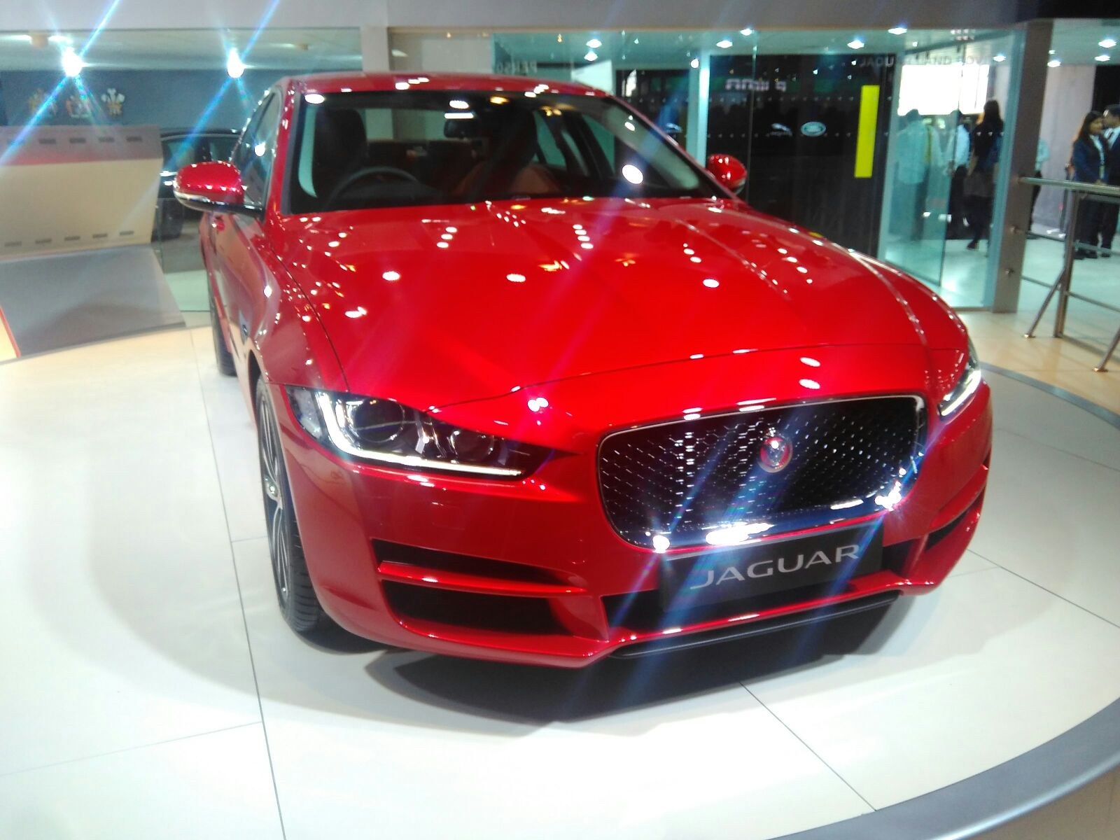 auto expo 2016 jaguar xe launched in india at inr 39 9 lakh motoroids. Black Bedroom Furniture Sets. Home Design Ideas