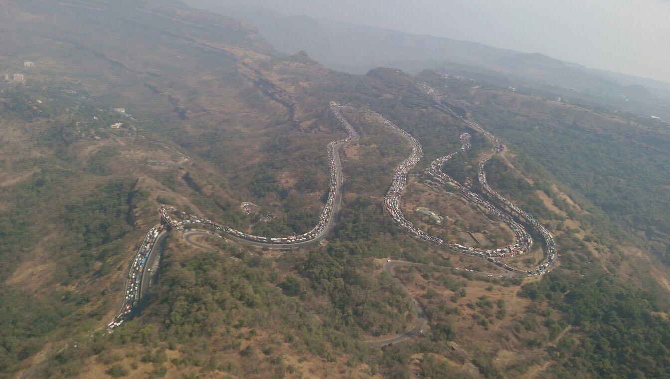 Mumbai-Pune Expressway - Traffic Jam (1)