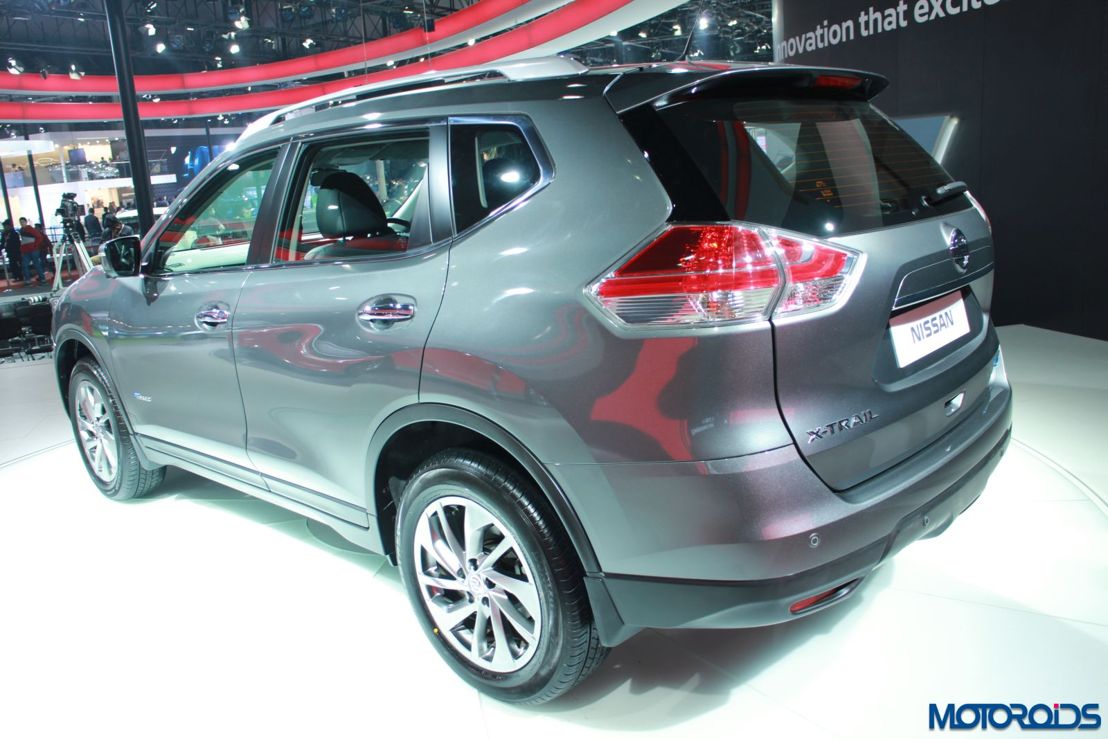 auto expo 2016 nissan x trail hybrid unveiled to be launched by end of the year motoroids. Black Bedroom Furniture Sets. Home Design Ideas