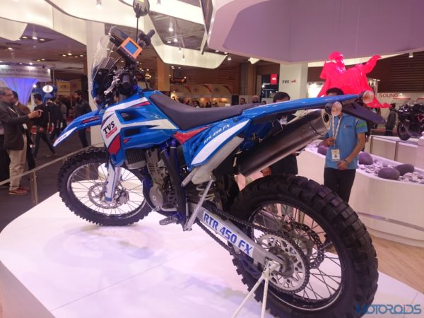 TVS RTR 450 FX at the Auto Expo 2016 (4)