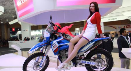 TVS RTR 450 FX at the Auto Expo 2016 (6)