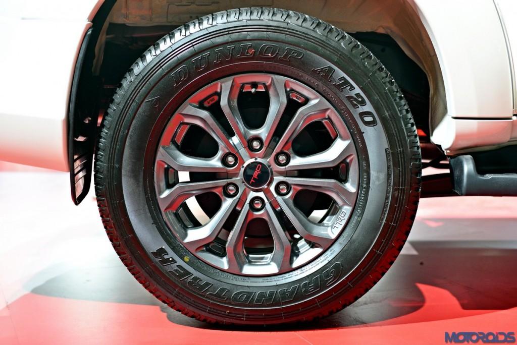 Toyota Fortuner TRD Sportivo Platinum (2)