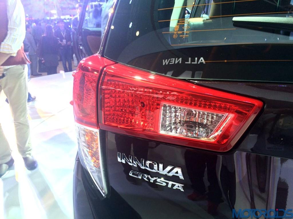 Toyota Innova Crysta (4)