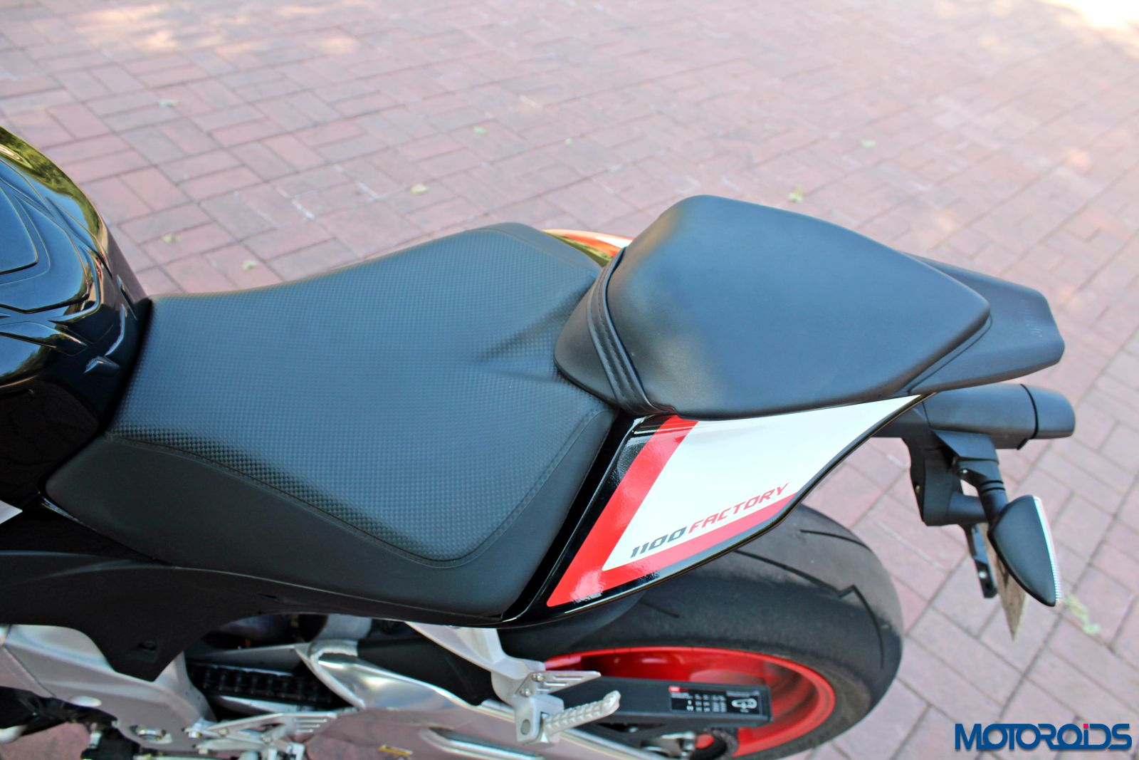 Aprilia Tuono V4 1100 Factory Review - Details and Stills (152)