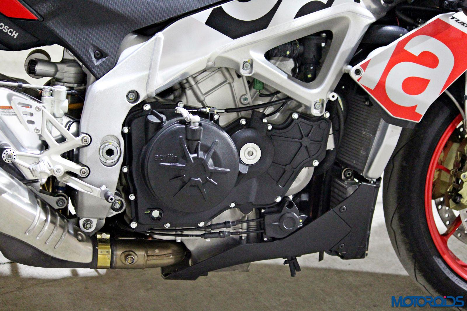 Aprilia Tuono V4 1100 Factory Review - Details and Stills (23)