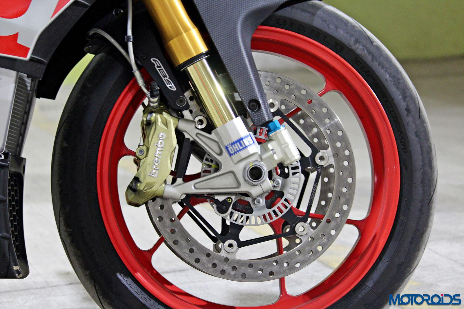 Aprilia Tuono V4 1100 Factory Review - Details and Stills (26)