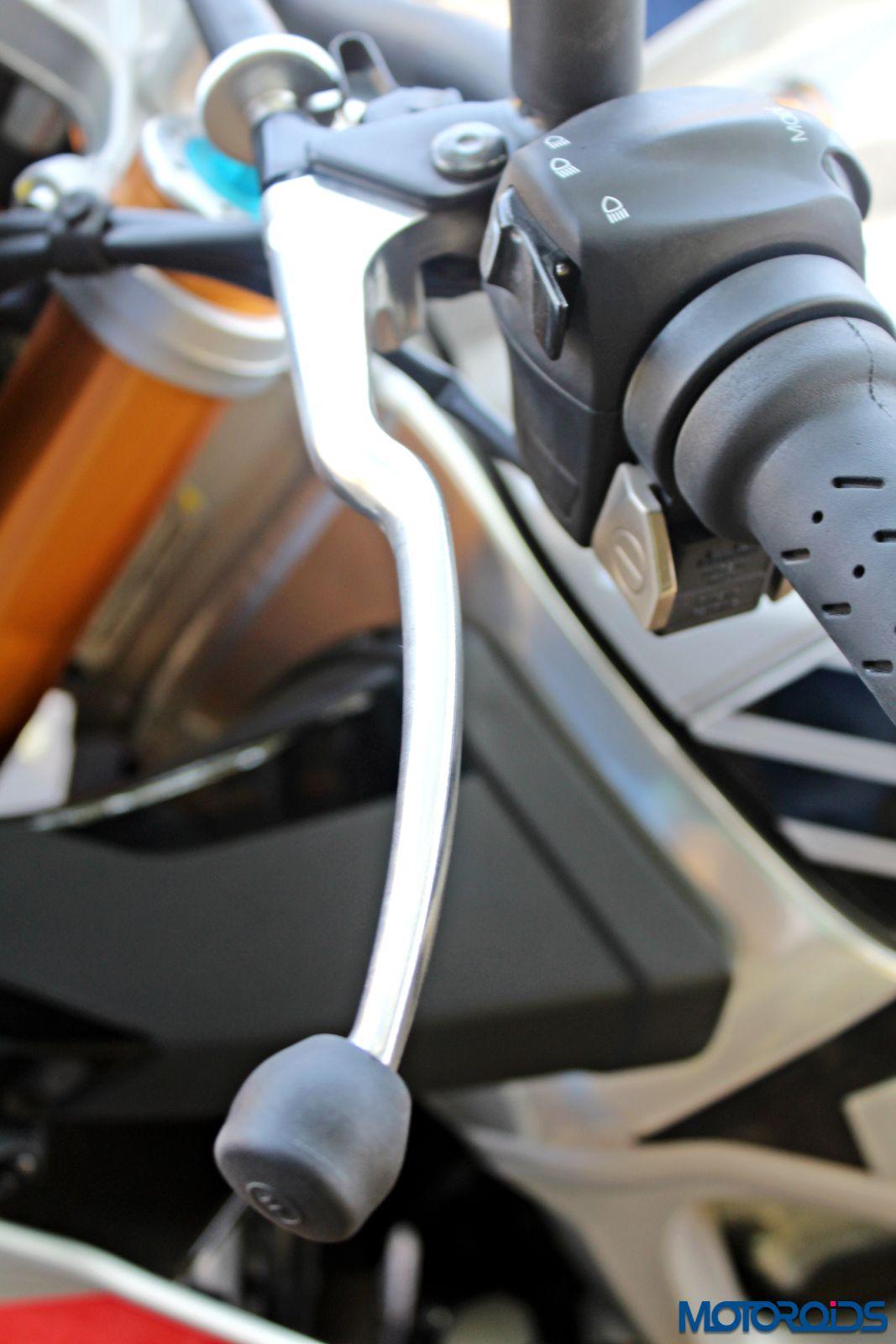 Aprilia Tuono V4 1100 Factory Review - Details and Stills (50)