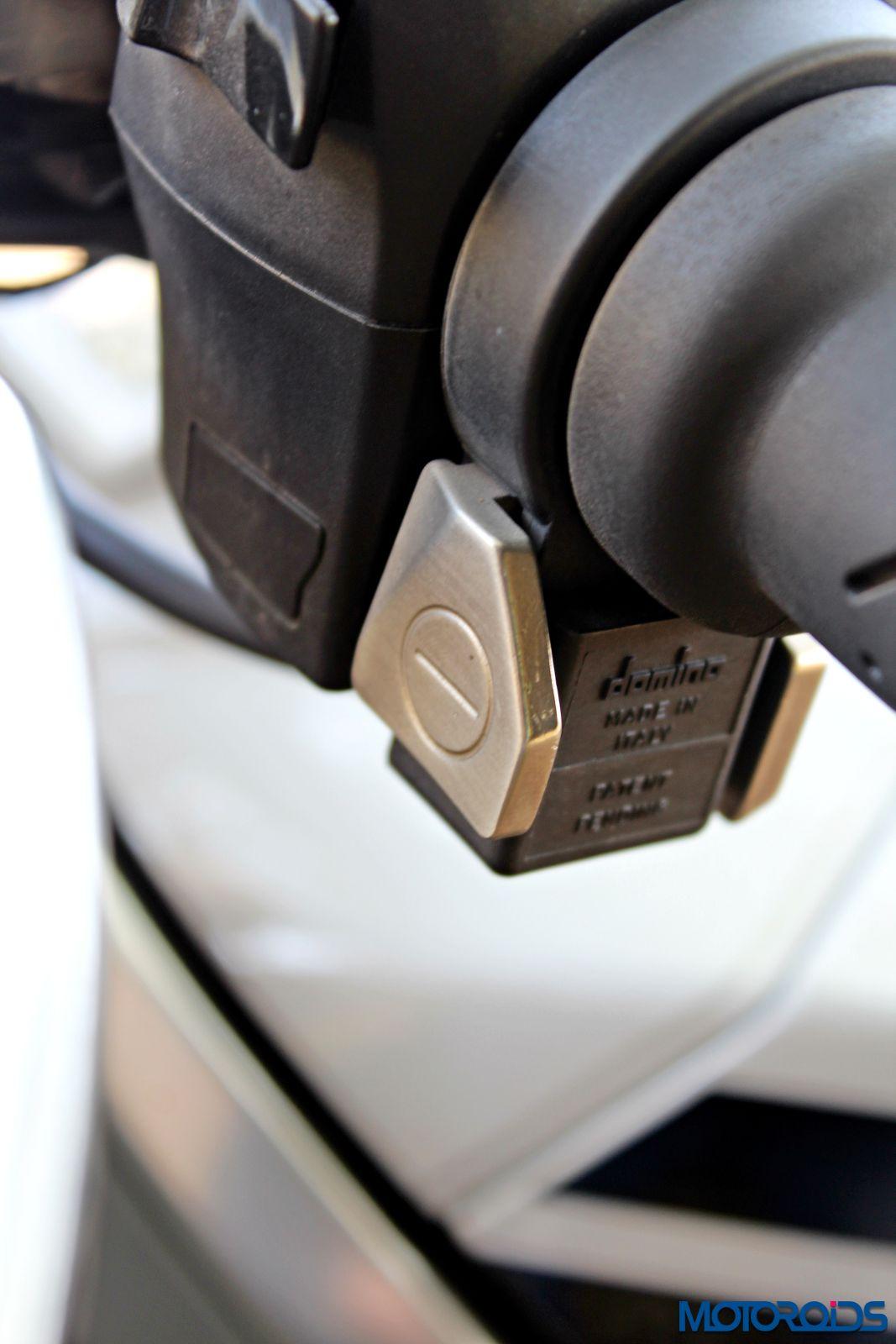 Aprilia Tuono V4 1100 Factory Review - Details and Stills (51)