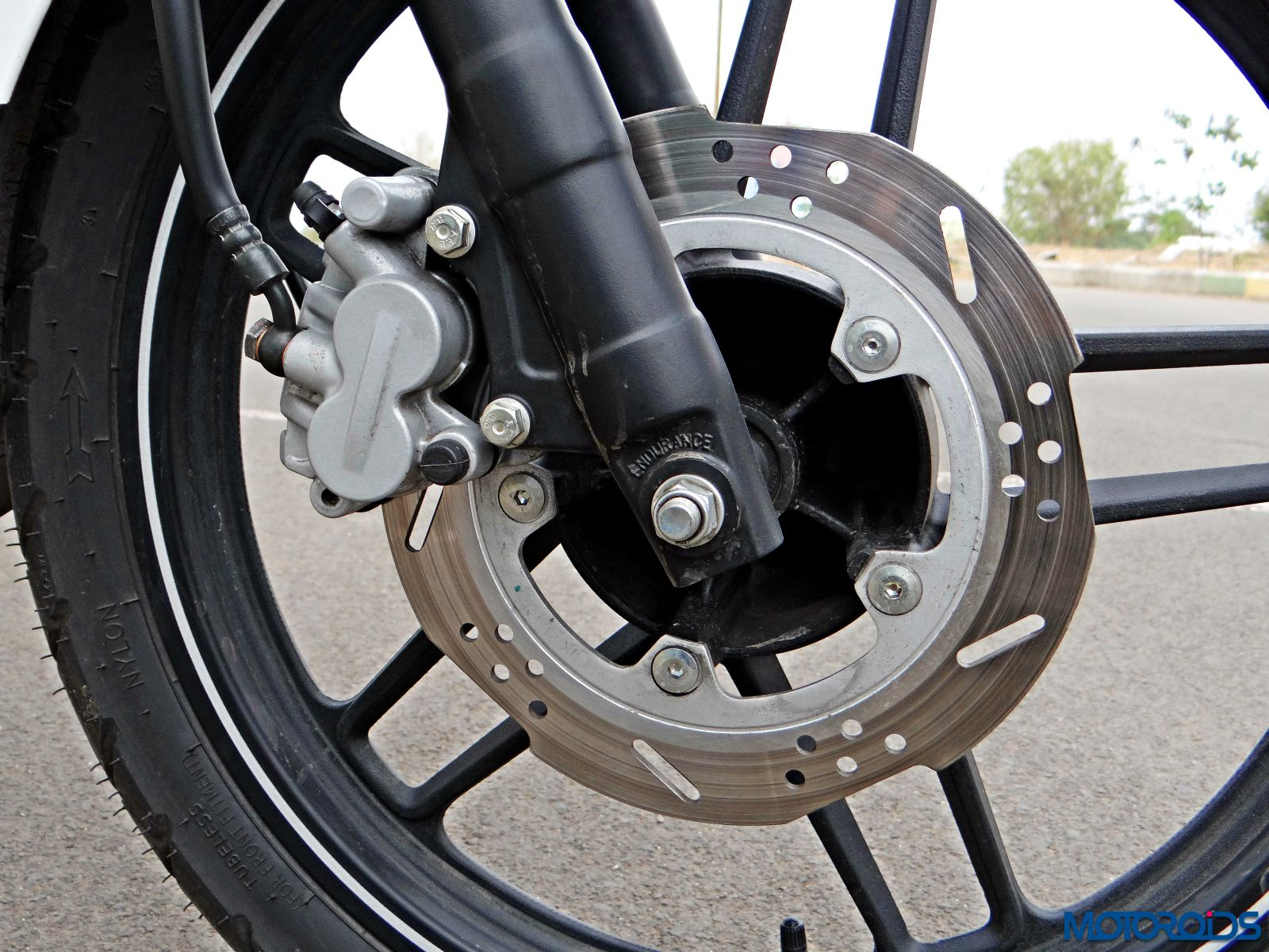 Bajaj V15 - Review - Details - Front Wheel - Suspension - Brake (2)
