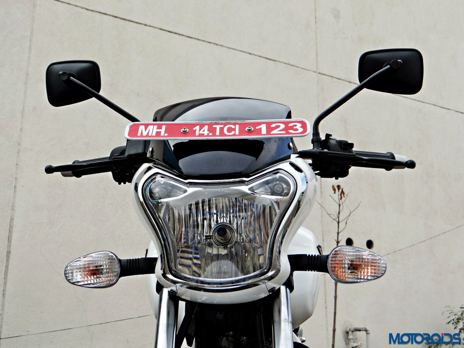Bajaj-V15-Review-Details-Headlight-1