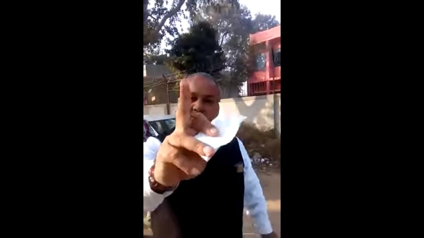 Delhi constable viral video 1