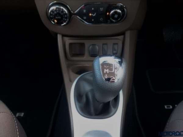 New 2016 Renault Duster AMT shifter (40)